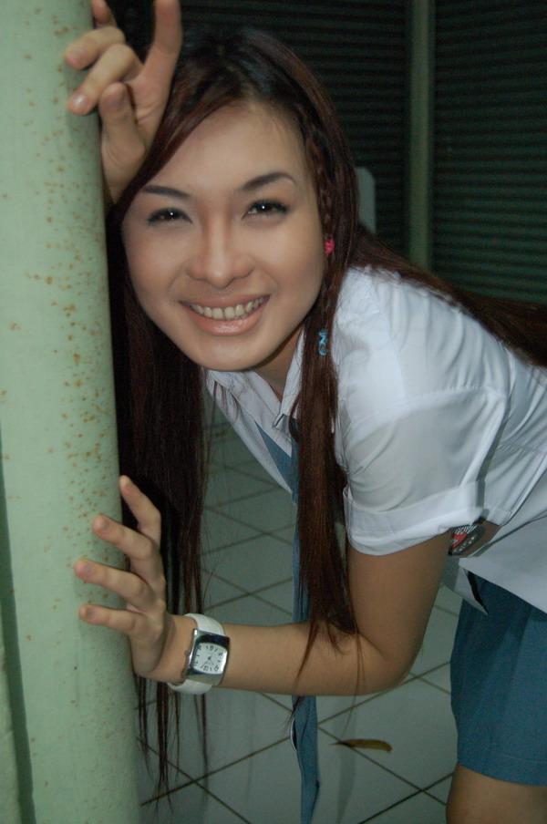 http://www.indonesiaindonesia.com/imagehosting/images/19019/1_cewek_cantik_seksi_hot_43.jpg