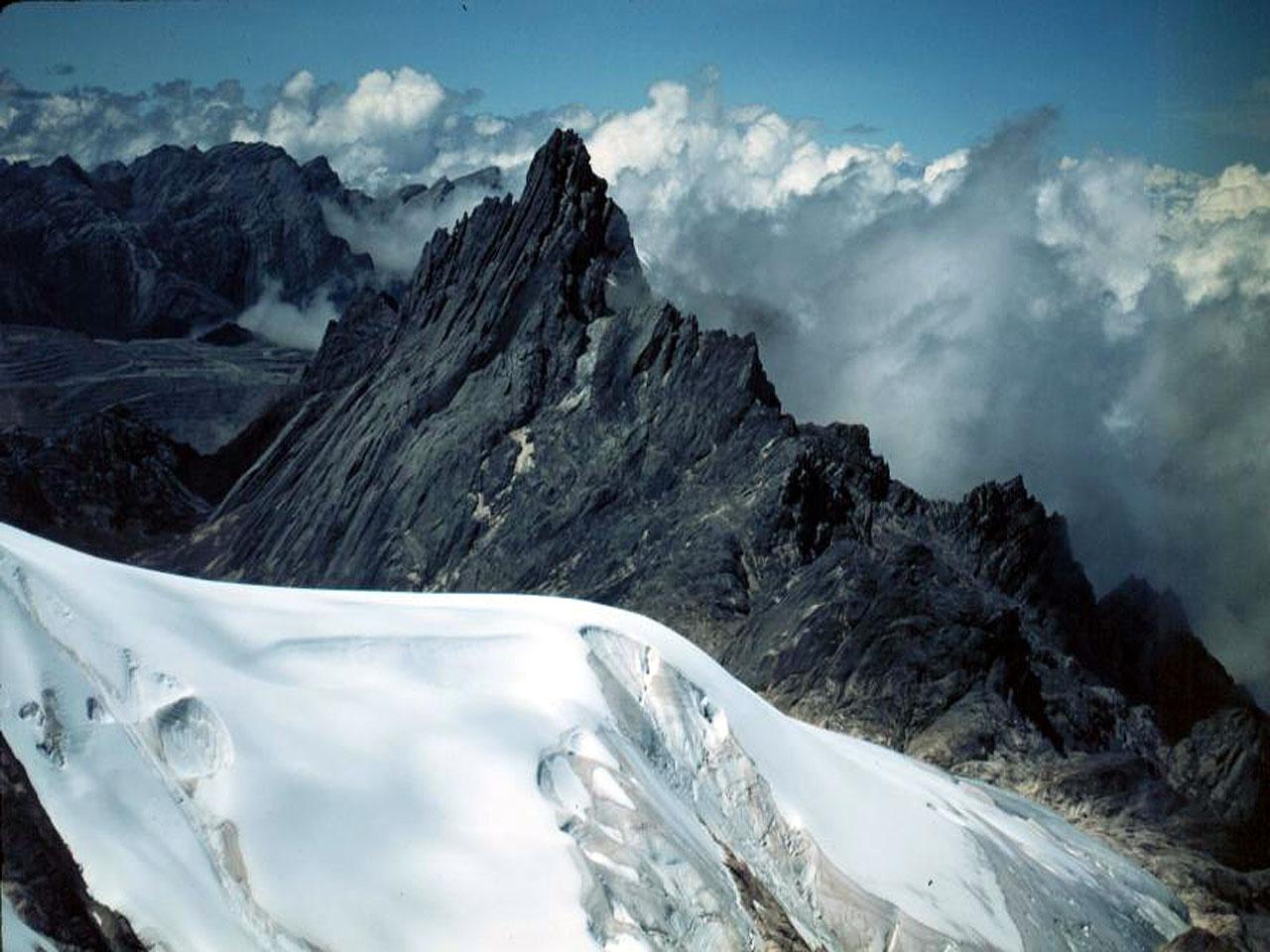 http://www.indonesiaindonesia.com/imagehosting/images/19019/1_muller-glacier-1280-960.jpg