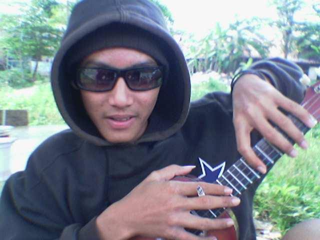 http://www.indonesiaindonesia.com/imagehosting/images/39860/1_Anak_gaul.jpg