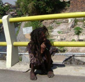 http://www.indonesiaindonesia.com/imagehosting/images/43028/large/1_Orang_Gila.jpg